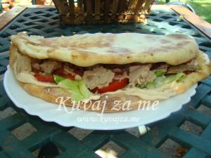 Sandwich u pizza-hlebu