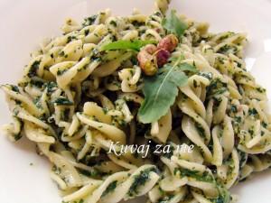 Pesto s rukolom i pistaćima