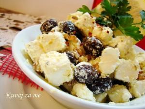 Feta sir sa orasima i maslinama (2)