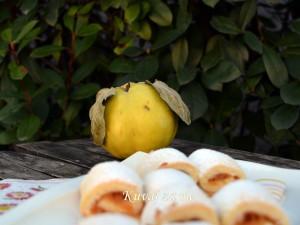 Prhke štrudlice sa dunjama i jabukama
